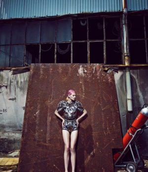 MADAME FIGARO SPAIN: METALLIC DRESSES + PINK HAIR