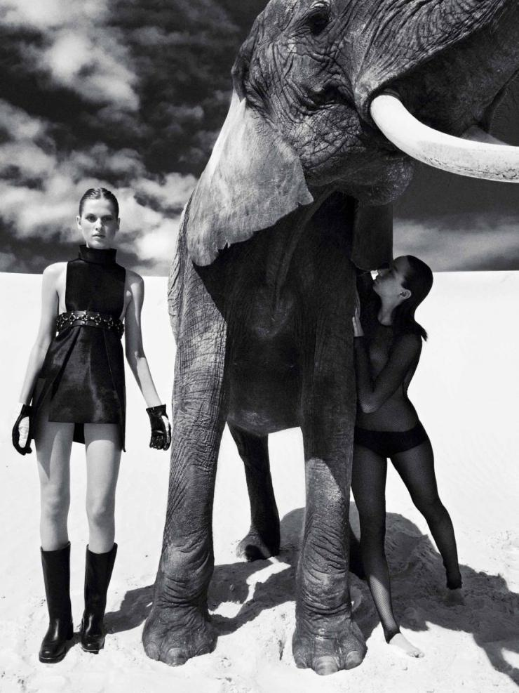 Laura Julie & Sandra Francais by Koto Bolofo for Numero August 2015 (1)