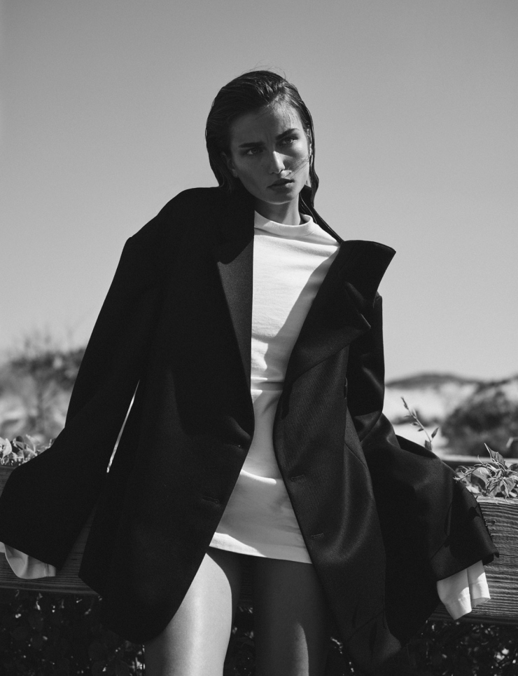 Andreea Diaconu by Annemarieke van Drimmelen for Vogue Netherlands October 2015 (4)