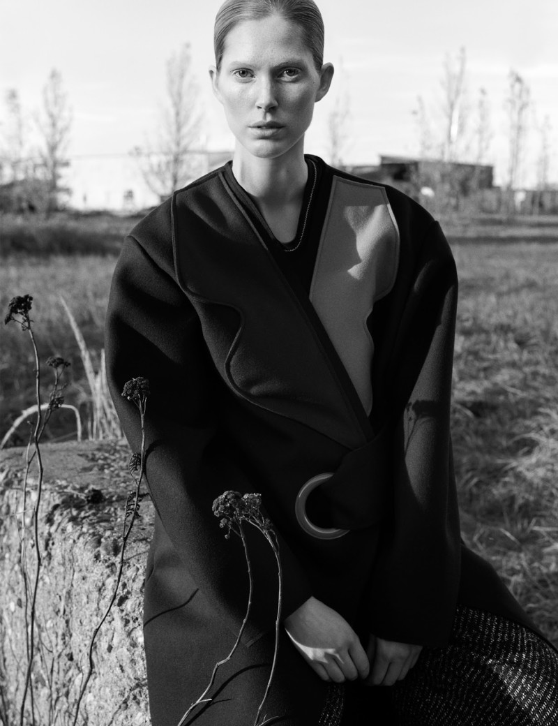 Iselin Steiro by Hasse Nielsen For Cover Magazine December 2015 (3)