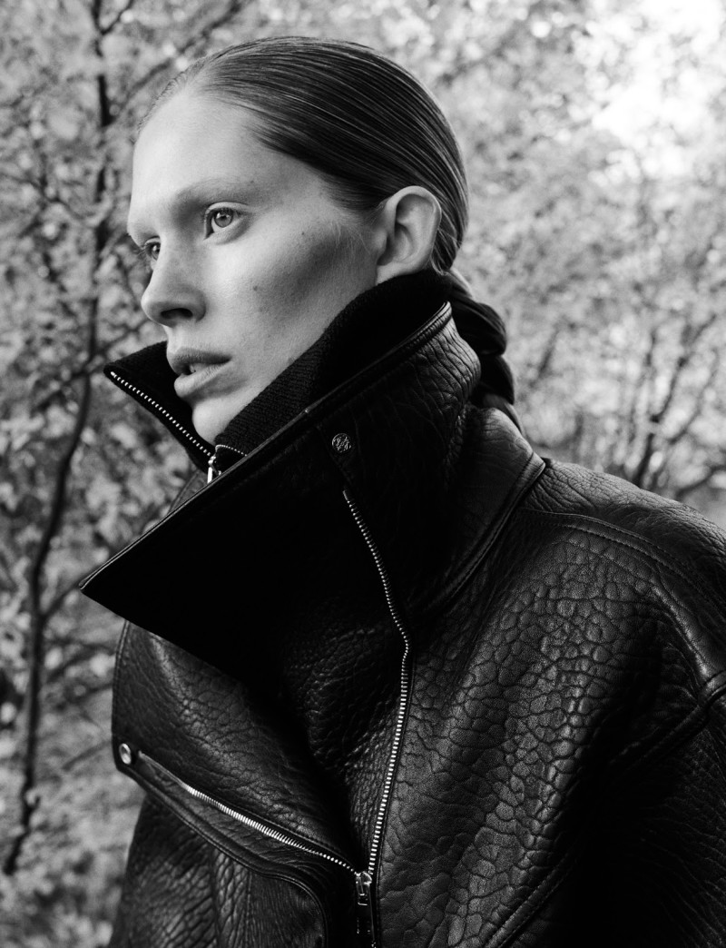 Iselin Steiro by Hasse Nielsen For Cover Magazine December 2015 (8)