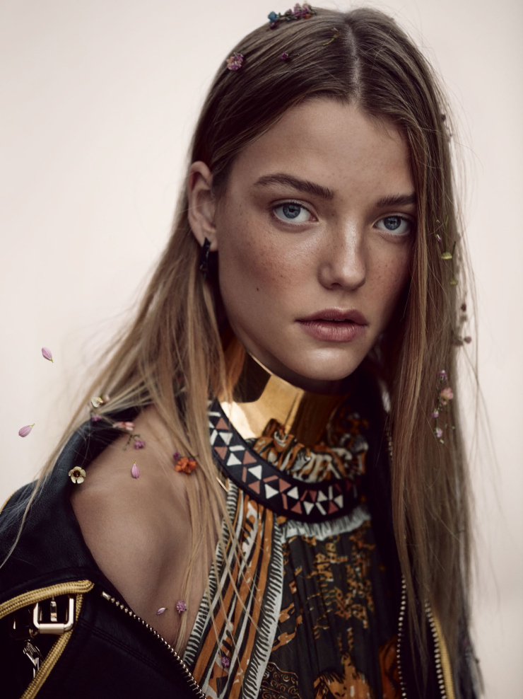 Roos Abels by Camilla Akrans for Vogue China February 2016 Desert Flower (6)