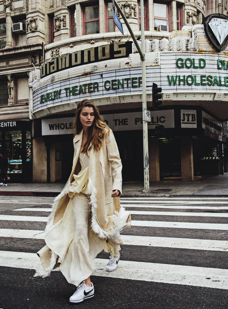Luna Bijl by Sebastian Kim for Vogue Australia May 2016 Big Easy (8)