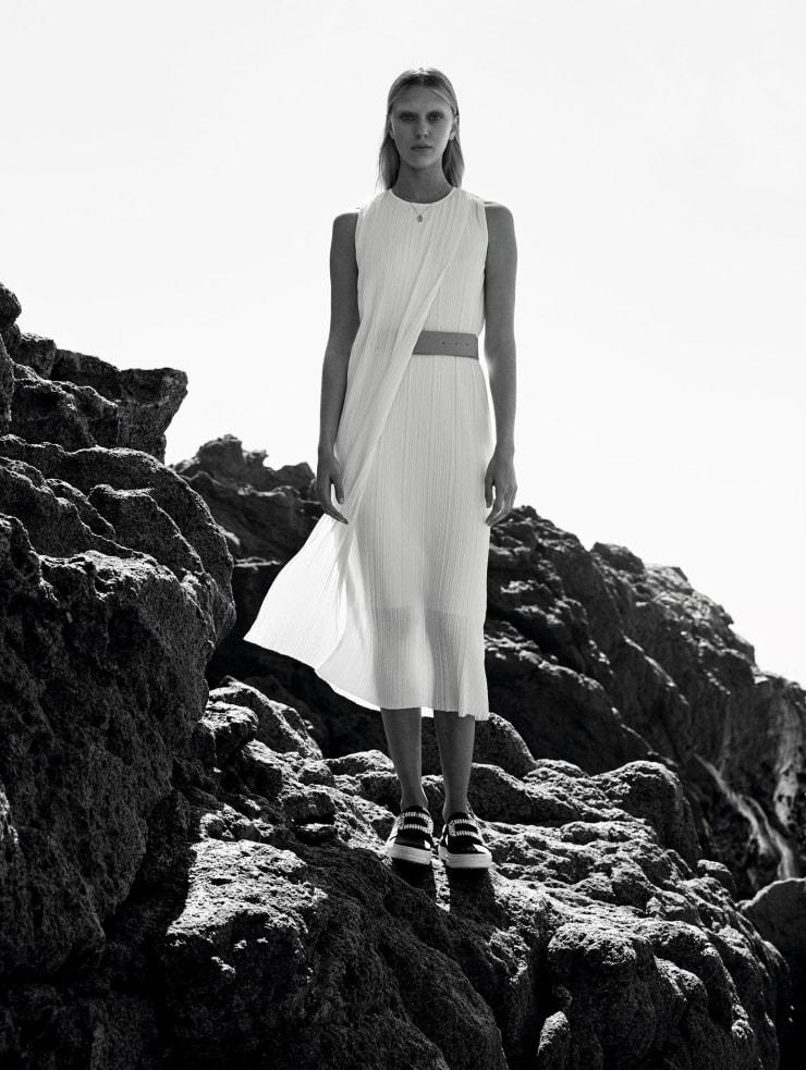 Vogue China May 2016 Spirited Away, Juliana Schurig, Aneta Pajak by Nathaniel Goldberg (8)